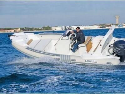 Location bateau à moteur LOMAC 710 IN