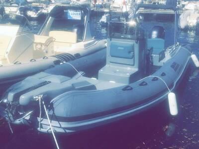 Location bateau a moteur semi rigide CLUBMAN 22